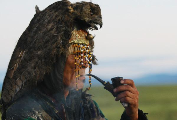 Картинки по запросу свечи Советы Верховного шамана Тувы: экономия продуктов, курение, танец