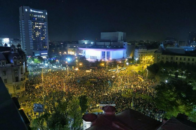 Piata-Universitatii-Protest-Colectiv-miercuri-4-noiembrie-2015-800x533