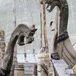 Faimosul simbol viking: capul de dragon