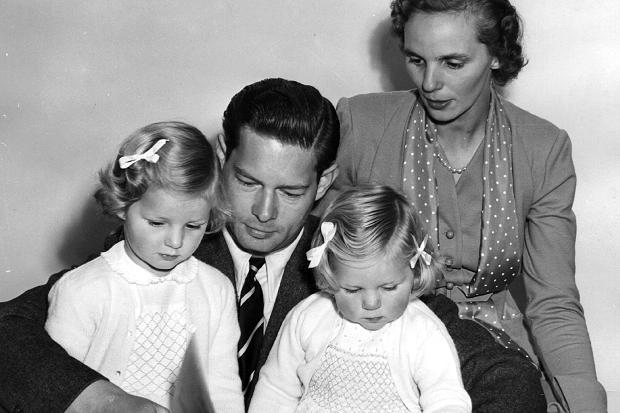 Regele-Mihai-Regina-Ana-Principesele-Margareta-si-Elena-1954-romaniaregala.ro_