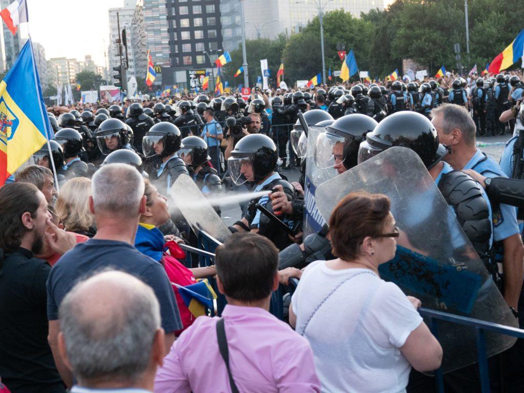 folosire gaz lacrimogen piata victoriei