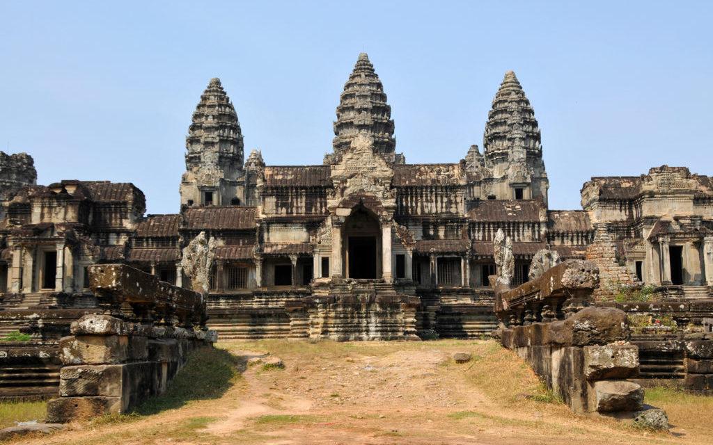 Imperiul khmerilor si templele Angkor Wat